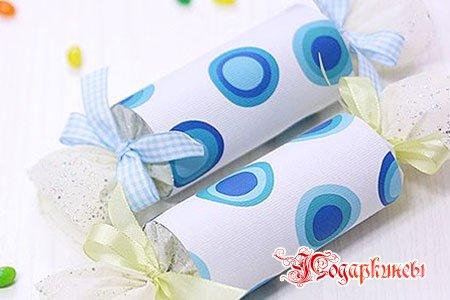 Завернуть подарок в бумагу своими руками