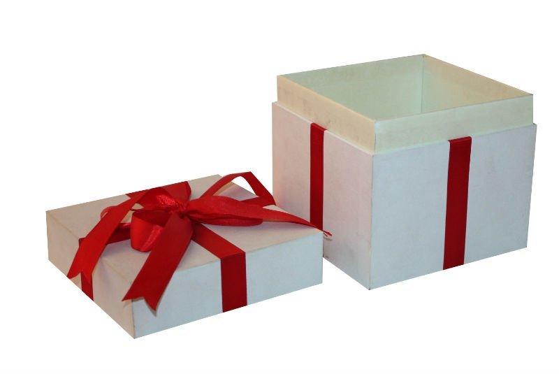 Как красиво уложить подарок в коробку 77