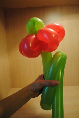 Как своими руками сделать цветы из воздушных шаров
