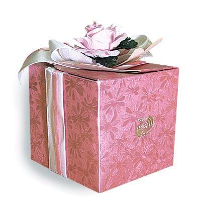 Как сделать коробку под подарок своими руками